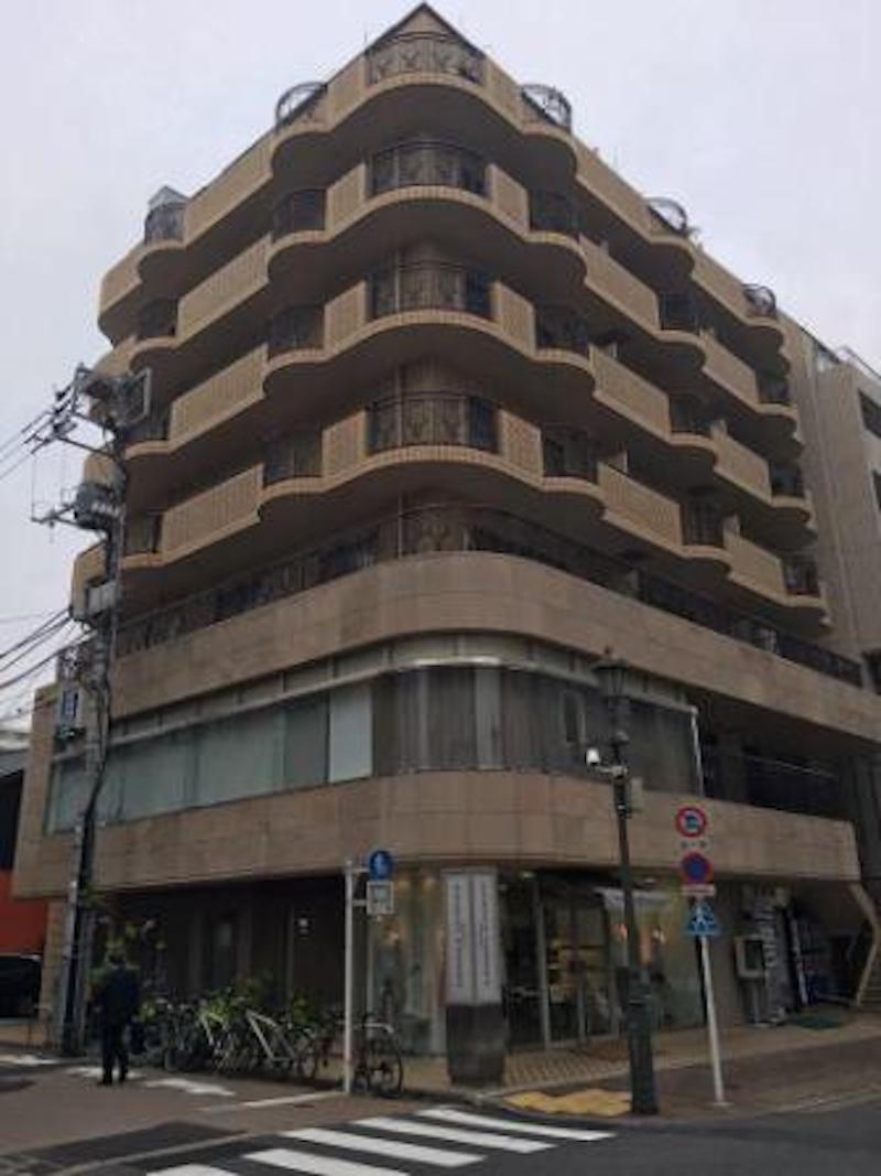 広尾散歩通りに面したマンションの5階にサロンはあります。